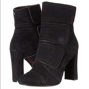 Nicole Miller Artelier Andi Black Suede Boots sz 9